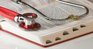 المسؤولية الجديدة الواقعة على الأطباء الذين يمارسون التعذيب